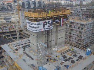 Slipform construction of reinforced concrete core of BRD A/2 building started in March