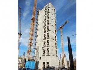 Szeptemberben elkészült a BRE-B épület vasbeton kommunikációs magjának csúszózsalus kivitelezése