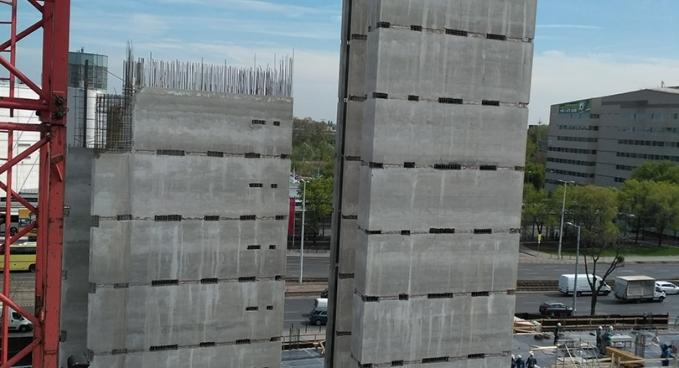 Irodaház kommunikációs és liftaknák szerkezetépítés