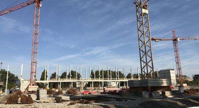 Sportpálya lépcsőházak szerkezetépítés
